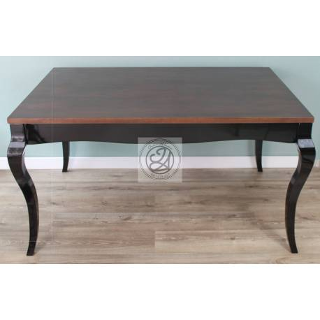 Exclusice Brown and Blanck Lacquered Table